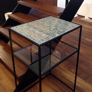 絹ガラス市松に唐草文様のコンソール