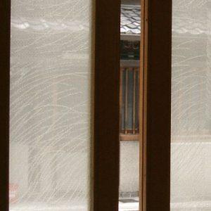 格子戸に使用した絹ガラス Silk Glassの 丹後織物 紋紗