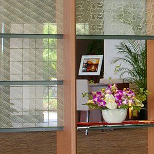 絹ガラスSilk Glass製の遠波と市松に唐草文様
