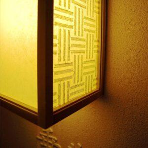 絹シート・絹障子の三筋格子柄の行灯
