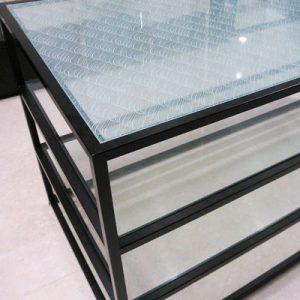 絹ガラス・ Silk Glas製、遠波模様の 什器テーブル