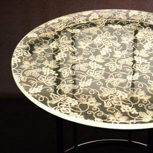 絹ガラスSilkGlassテーブルの葡萄唐草文様