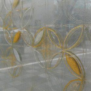 伊と幸の伝統工芸士による金彩絹ガラス