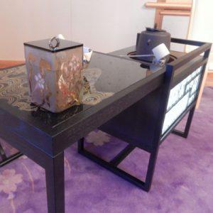 京都府庁にて立礼式の絹ガラステーブル