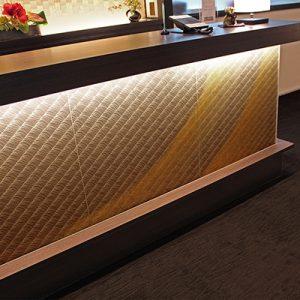 刺繍生地に金彩工芸の絹ガラス