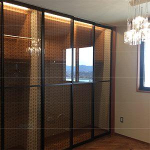 ハイグレードマンションの絹ガラスのクローゼット