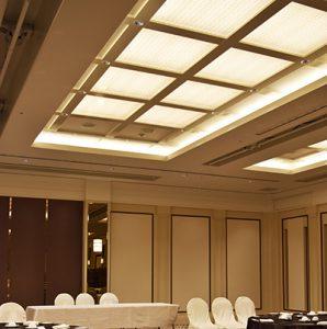 センチュリーホテル宴会場に絹障子の光天井