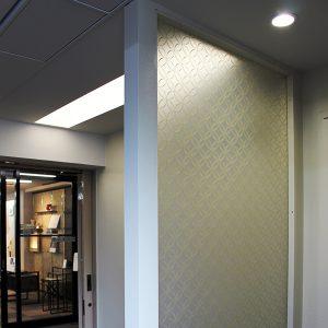 絹障子の光天井とタペストリー合わせの絹ガラス