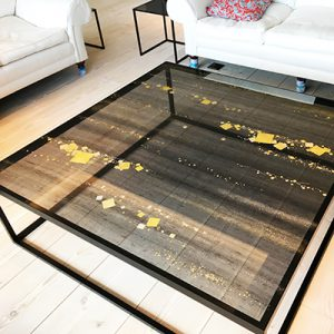 リビングローテーブルに京都伊と幸の金彩工芸の絹ガラス