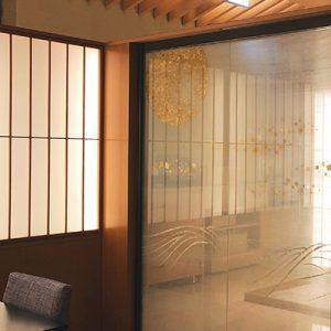 霞絹に月をテーマにアートな金彩絹ガラス