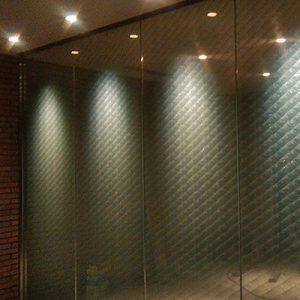 遠波柄の絹ガラスパーテーション