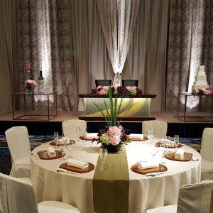 絹ガラスご採用のロイヤルウエディング宴会場