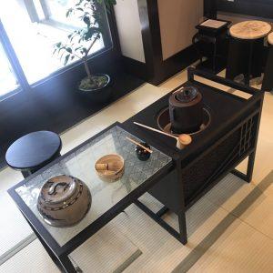 強羅温泉雪月花にて大王松菱の絹ガラステーブルの伊と幸の立礼台