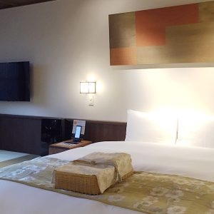 THE JUNEI HOTEL 京都 御所西のお部屋に麻の葉紋様を使用した御仕度籠カバー