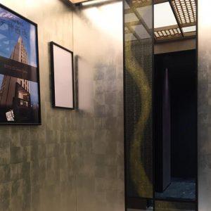 リッチモンドホテルプレミア京都駅前エレベーター内 金彩アート絹ガラス 麻の葉紋様