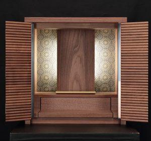 絹ガラスを背面にはめ込んだモダンなお仏壇