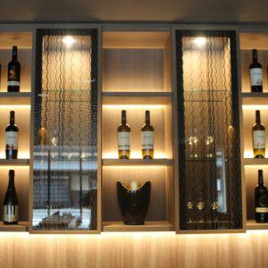 シンプルで美しい絹ガラス ホテルバーカウンター扉