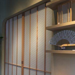 和室エントランスに麻の葉紋様の絹障子